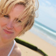 Blond woman at the beach — Stock fotografie