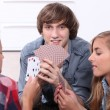 Teenagers playing cards — Stock Photo
