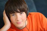 Teenager listening to music on headphones — Stock Photo