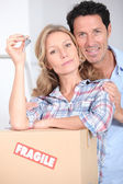 Couple with the keys to their new home — Stock Photo