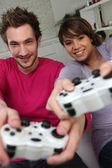 Couple playing a games console — Stockfoto