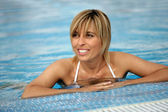 Blond woman in pool — Stock Photo