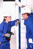 Elektrikáři chatování na práci — Stock fotografie