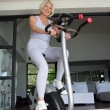 Elderly woman working out — Lizenzfreies Foto