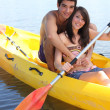 Young couple kayaking — Foto Stock