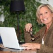 Foto de Stock  : Womworking at home