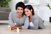 Couple playing dominoes — Stock Photo
