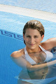 Hot blond woman in pool — Stock Photo