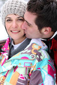 Affection couple stood in snow — Stockfoto