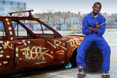 Mechanic and a ruined car — Stock Photo
