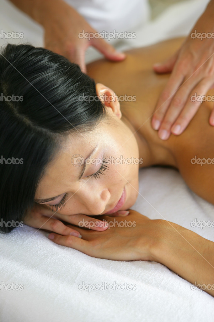 Woman receiving shoulder massage — Stock Photo #8555819