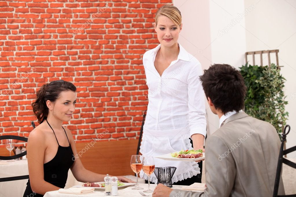 Couple eating in a restaurant — Stock Photo #8556350