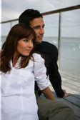 Uzaklıkta seyir terasında couple — Stok fotoğraf