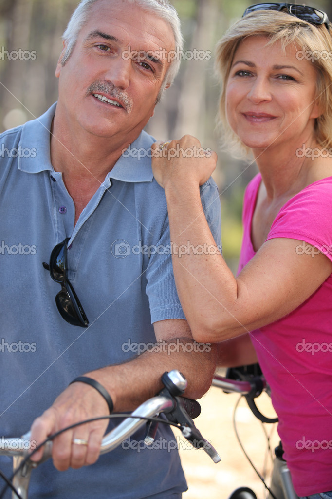 Married couple enjoying bike ride — Stock Photo #8560482