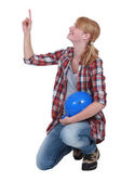 Craftswoman pointing and looking up — Stock Photo