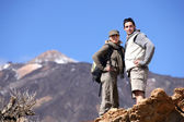 Couple hiking through the mountains — Стоковое фото