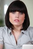 Operaio femminile ufficio con un taglio di capelli bobbed — Foto Stock