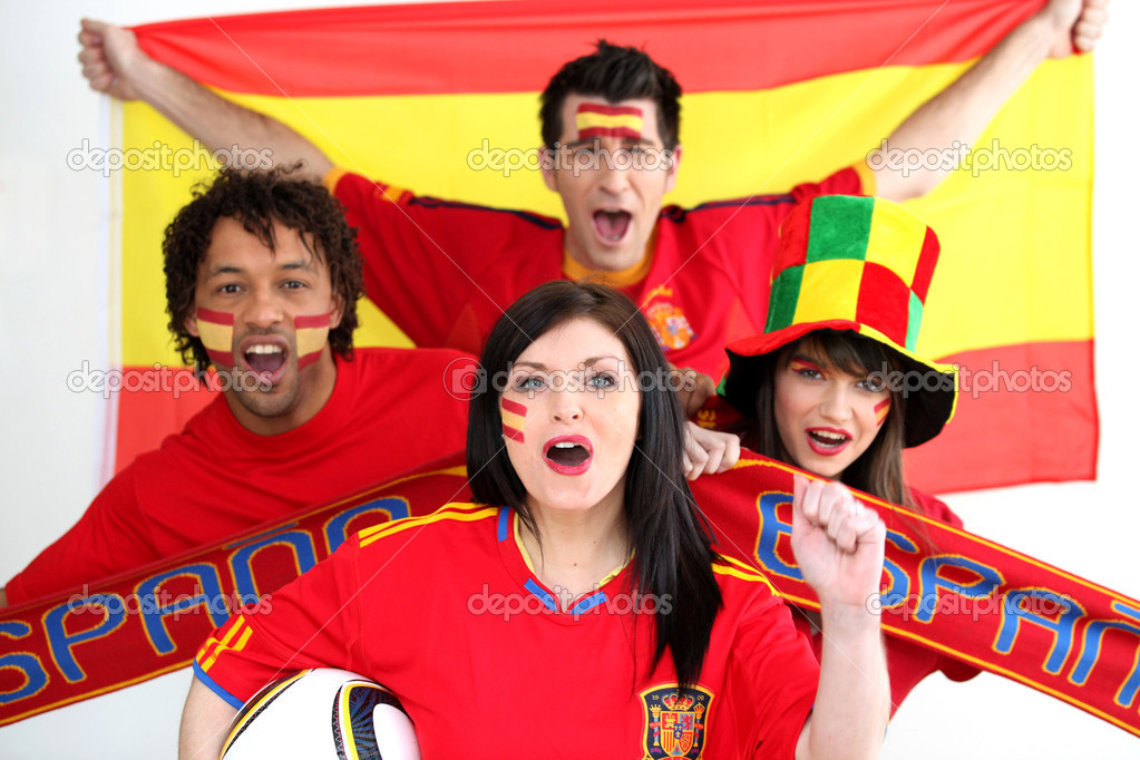 A group of show their support of the Spanish football team — Stock Photo #8644054