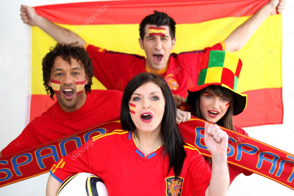 A group of show their support of the Spanish football team — Lizenzfreies Foto #8644054