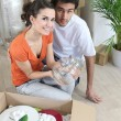 Couple unpacking — Stock Photo