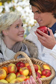 A couple that went apple picking. — Stock Photo