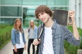 Adolescente con tablero del patín — Foto de Stock