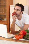 Man biting into an apple — Stock Photo