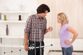Man showing a woman how to set up an antenna — Stock Photo