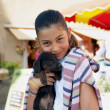 Little girl holding dog - Stockfoto