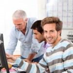 Smiling man in computing training — Stock Photo #8665316