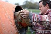 Man cement aanbrengend een mixer — Stockfoto