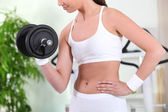 Fit woman working out with weights — Stock Photo