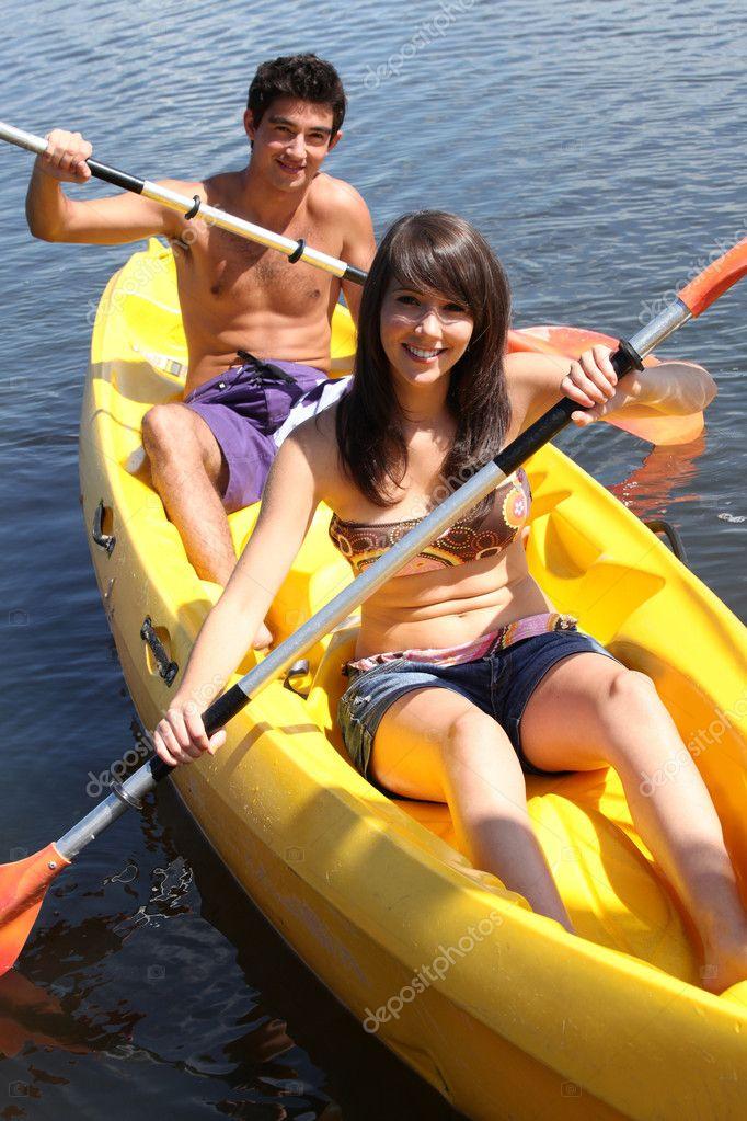 мальчик с девочкой в лодке картинки