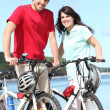 Foto Stock: Couple riding bicycles