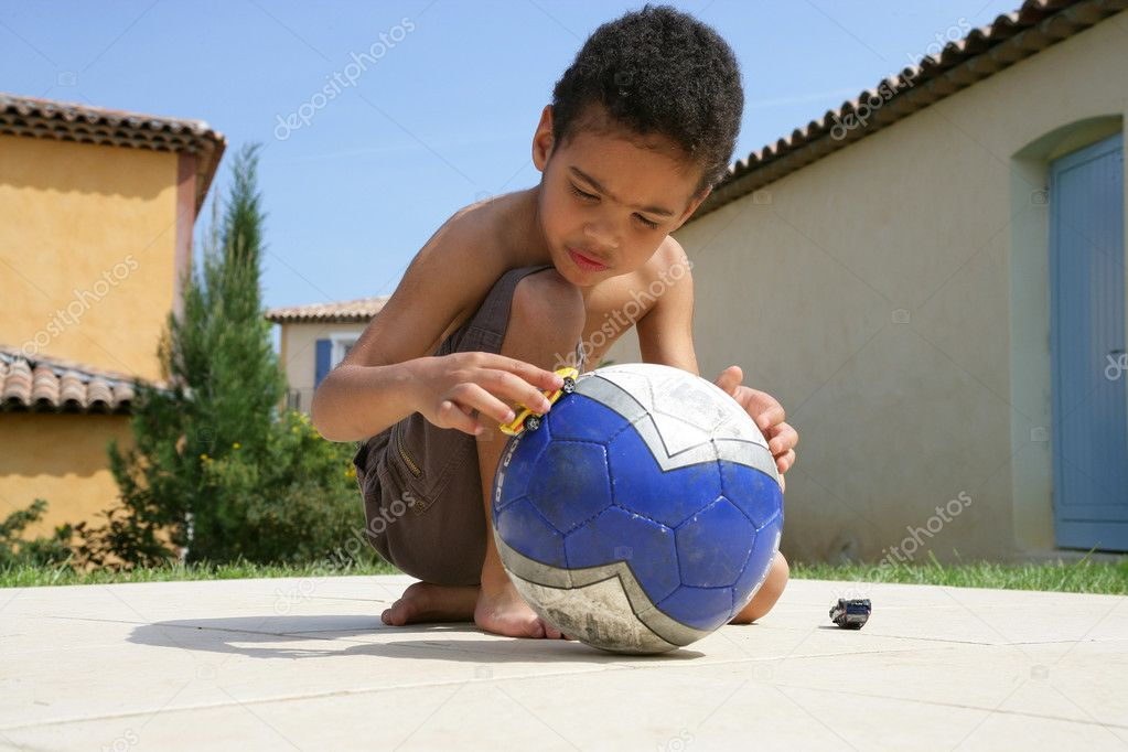Little boy playing with ball — Stock Photo #8689223