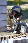 Mason with trowel and cement — Foto Stock