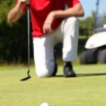 Golfer kneeling. — Stock Photo