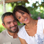 Couple sitting in hammock — Stock Photo