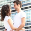 Couple hugging in the city — Foto de Stock