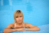 Beautiful fair-haired woman in swimming pool — Stock Photo