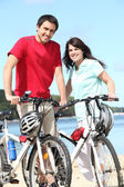 Para na rowerach — Zdjęcie stockowe
