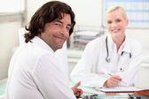 Man chatting with a nurse — Stock Photo