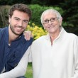 Smiling young man and older woman in garden — Stockfoto
