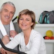 Middle-aged couple going in for sport — Foto de Stock