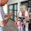 Mtiming his wife's workout — Stock Photo #8911716