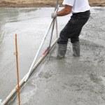 Man spreading concrete foundation — Stock Photo