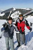 Teenagers skiing — Стоковое фото
