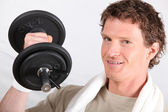 Man working out with a 2kg dumbbell — Stock Photo