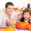 Girl preparing pumpkin with father — Stock Photo
