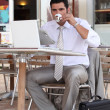 Businessman having a coffee break on a terrace - Foto Stock